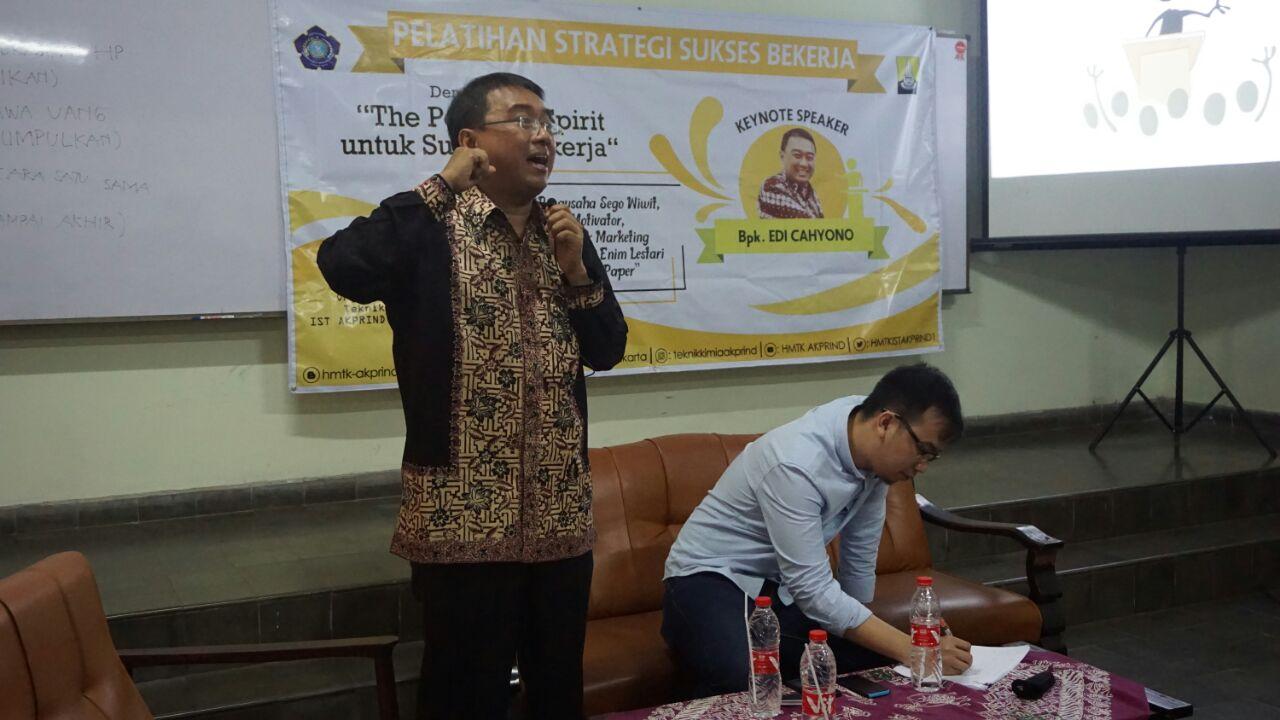 Belajar Sambil Praktek di Seminar Strategi Sukses Bekerja