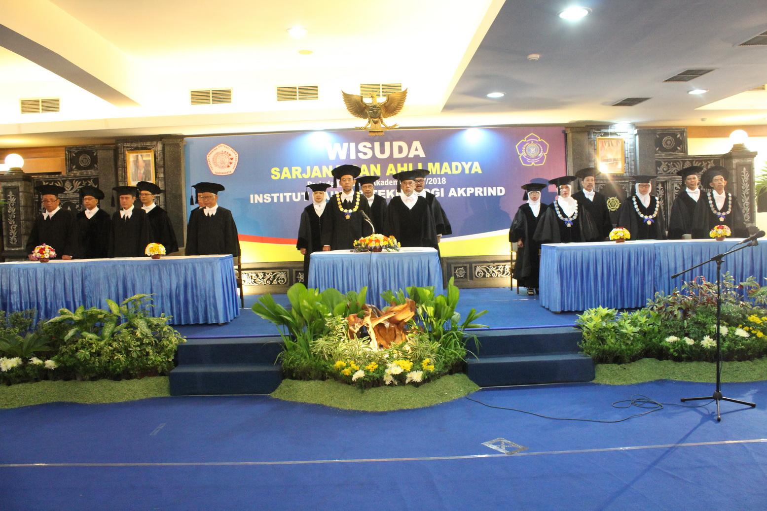 Wisuda Sarjana dan Ahli Madya IST AKPRIND Periode III Tahun Akademik 2017/2018