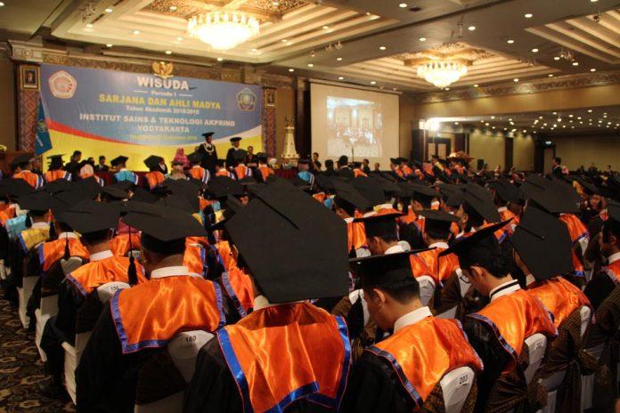 Selamat 230 lulusan ikuti Wisuda Sarjana dan Ahli Madya Periode I TA 2018/2019