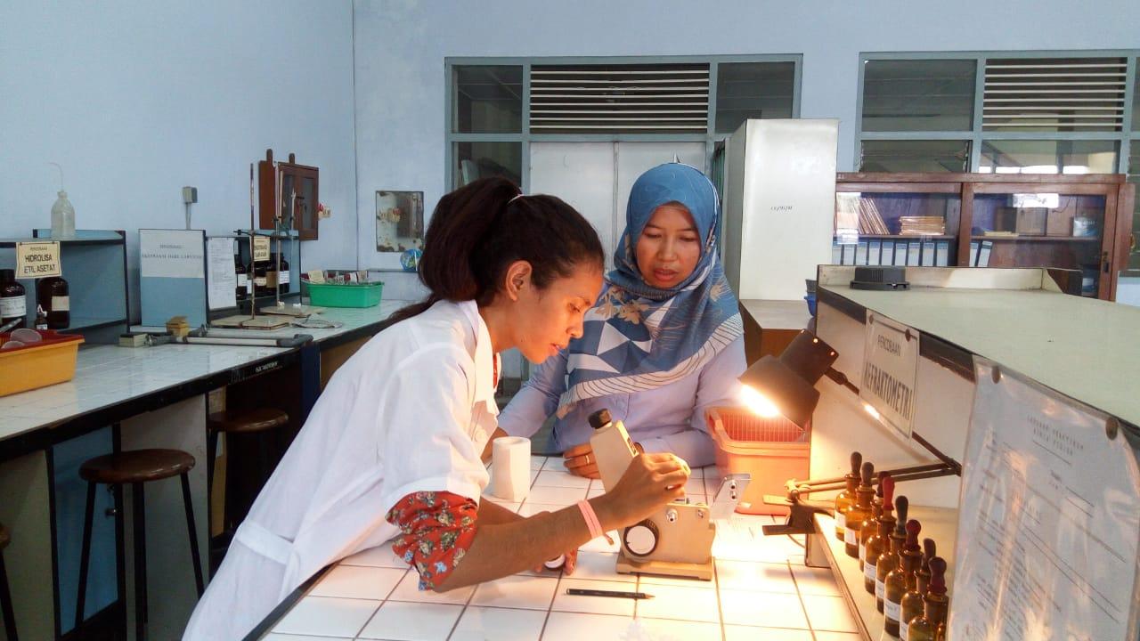 Guru SMA Kolese Saõ Francisco Xavier Dare Timor Leste Ikuti Training Praktikum Teknik Kimia IST AKPRIND