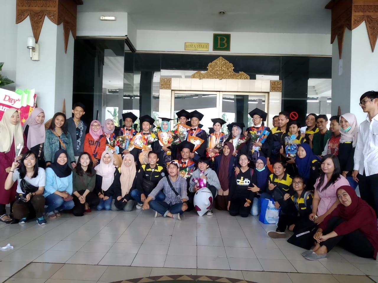 14 Wisudawan Teknik Kimia Mengikuti Wisuda Periode III Tahun Akademik 2018/2019