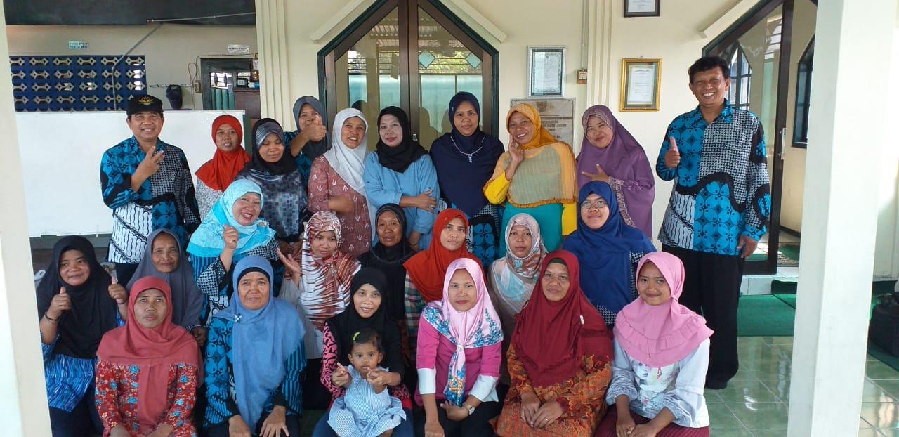 Pengabdian Bahan Pangan dan Pembuatan Pelet Ikan Bagi Warga Dusun Ngoto di Bantul