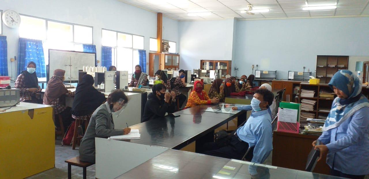 13 Siswa PKL dari SMKN 2 Depok Sleman Siap Magang di Jurusan Teknik Kimia